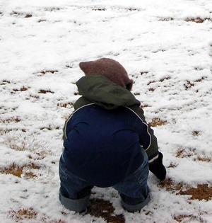 Anthony_making_snowballs_1
