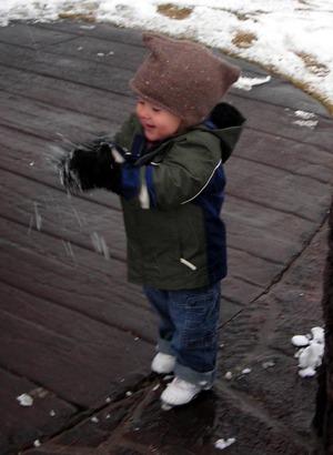 Making_snowballs